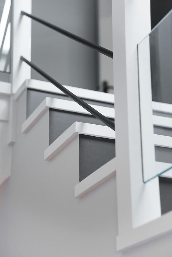 Peinture intérieure d'un appartement situé quai de Versaille à Nantes – balustrade escalier
