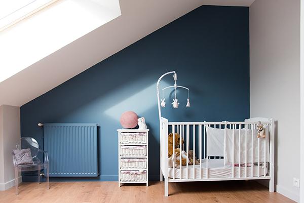 Peinture intérieure d'un appartement situé quai de Versaille à Nantes – chambre bébé vue complète